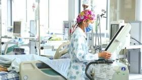 """""""患者生命相托,我必竭尽所能"""" ——记区人民医院护士贺莉"""
