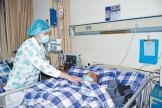 """""""让我的爱,给病人带去一丝丝温暖"""" ——记区人民医院神经内科护师周让"""